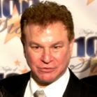 Robert Wuhl Shout Out to US Veterans