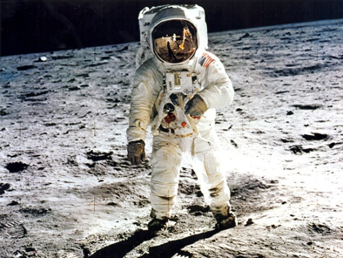 pic buzz aldrin on moon